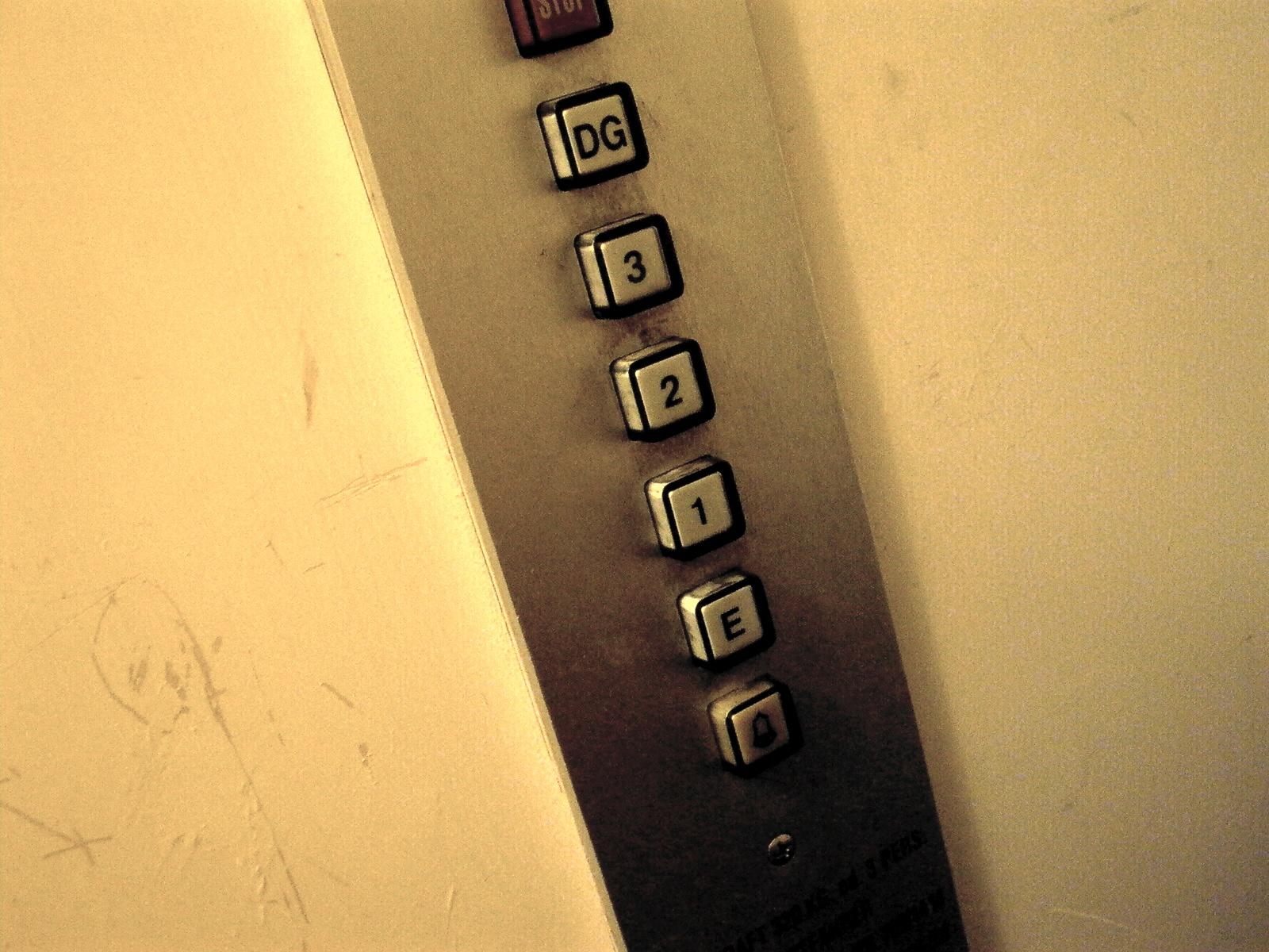 Was passiert im Aufzug, wenn das Seil reißt?