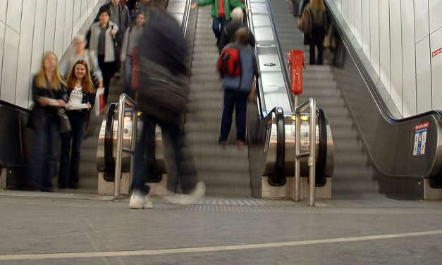 Fahrrad auf der Rolltreppe